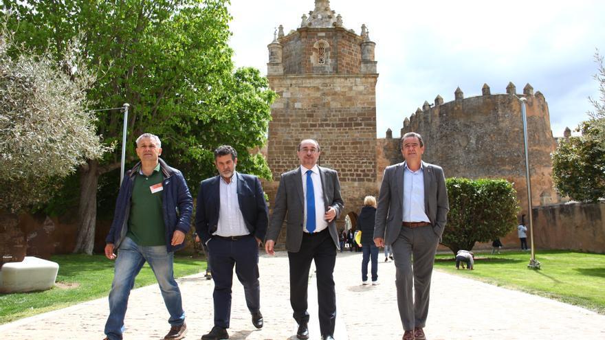 El presidente de Aragón, Javier Lambán (segundo por la derecha), ha visitado este lunes el Monasterio de Veruela