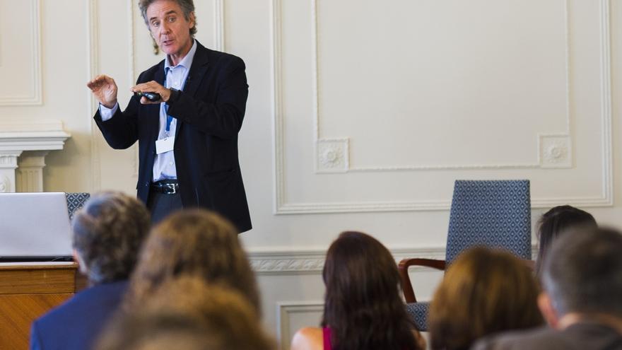 El director del Instituto Clínic de Hematogología y Oncología aboga por crear en España un centro de CART