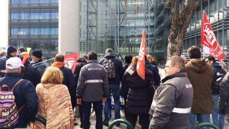 Manifestación ante la sede de Endesa / Twitter CCOO-CLM