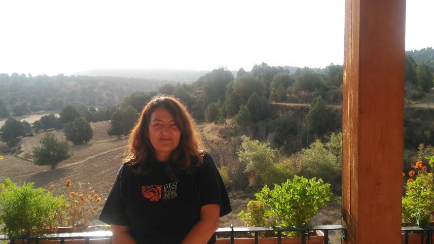 La escritora Isabel González en el hotel rural El Descansillo, en el municipio de Escalera (Guadalajara)