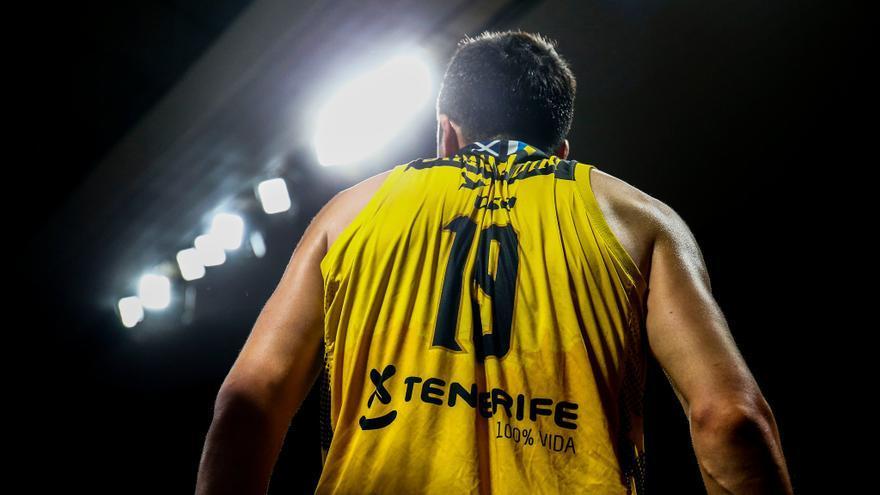 El pívot georgiano Giorgi Shermadini está viviendo un afortunado debut en el Iberostar Tenerife.