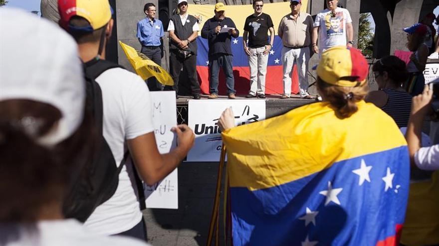Medio millar de personas reclaman en Canarias el revocatorio de Maduro
