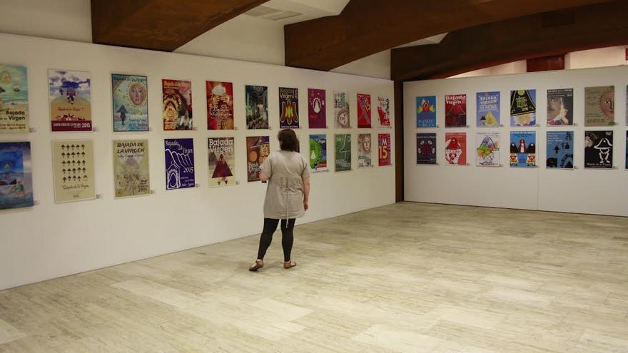 Imagen de archivo de los más de 80 trabajos presentados al concurso del cartel anunciador de La Bajada expuestos en el Museo de Arte Contemporáneo de la capital.