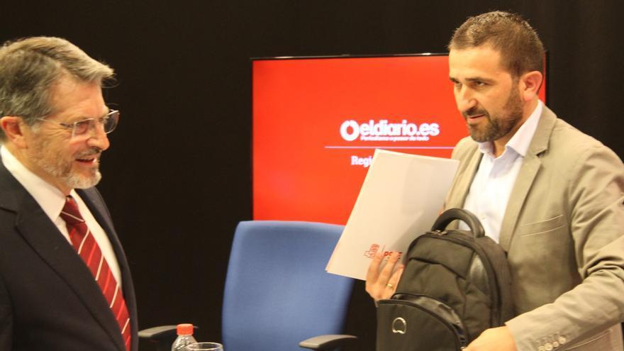 El candidato del PP Francisco Jódar (i) y Juan Luis Soto Burillo (d), candidato del PSOE