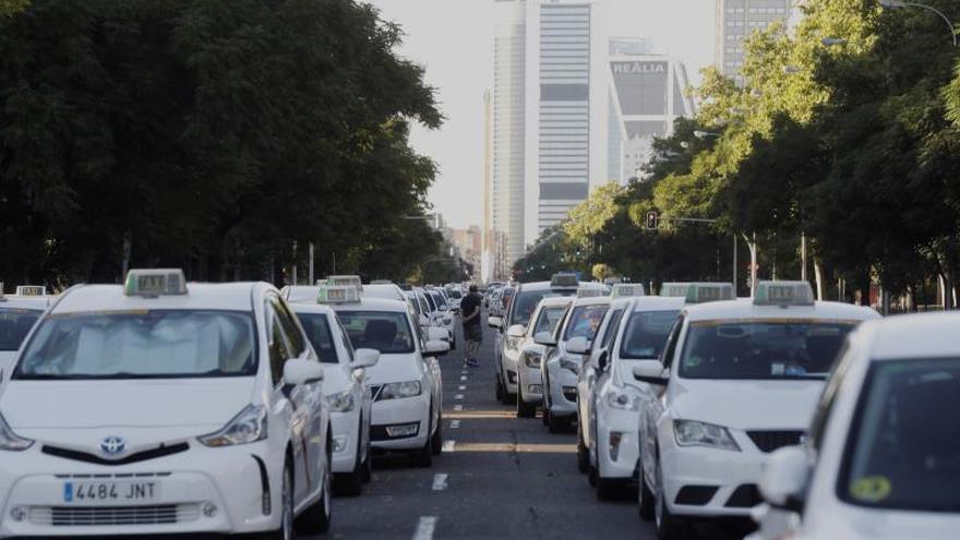 La juez Tardón archiva la querella de los taxistas contra Uber y Cabify