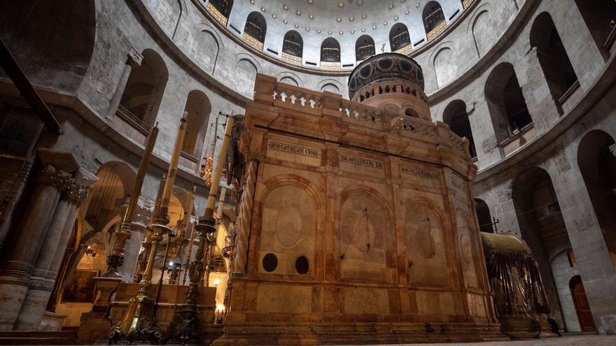 La Iglesia de los Santos Sepulcros en la Ciudad Vieja de Jerusalén vacía por las restricciones de movimiento impuestas en Israel