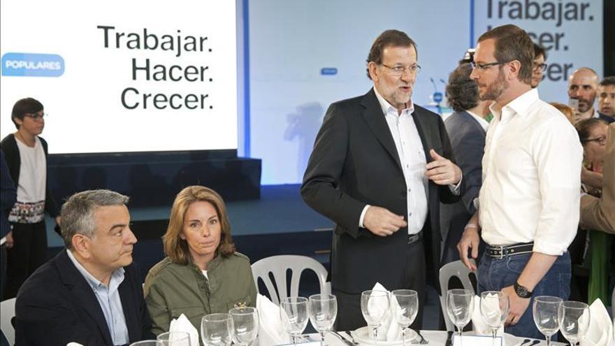 Mariano Rajoy, junto a Javier Maroto.