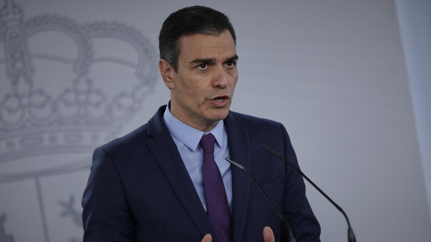 El presidente del Gobierno, Pedro Sánchez, ofrece la última rueda de prensa posterior a la reunión del Consejo de Ministros antes de las vacaciones.
