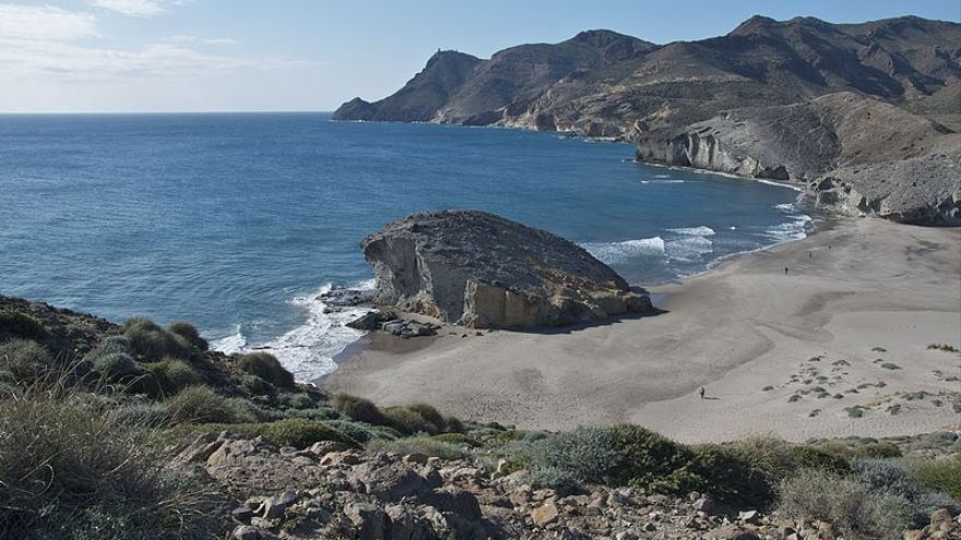 Archivo - Playa de Mónsul, en Cabo de Gata-Níjar (Almería)