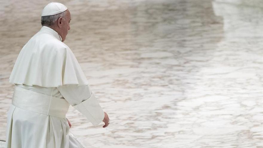 """Francisco admite que """"hay corrupción"""" en Vaticano, en coloquio con religiosos"""