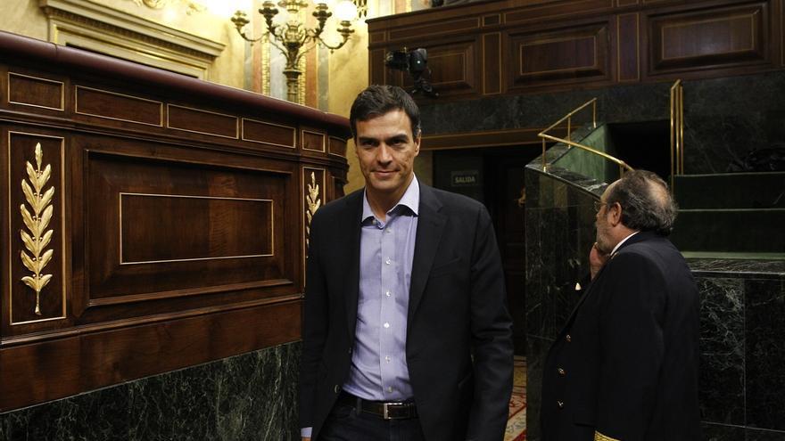 Pedro Sánchez pasa por el Congreso y se ve con sus fieles, en medio de los rumores sobre sus planes para la investidura