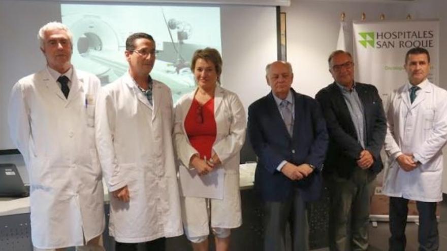 José Manuel Baltar, el segundo por la derecha, en la presentación del PET-TAC de San Roque, en verano de 2016.