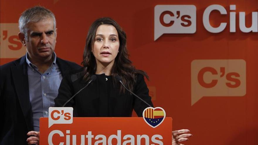 Arrimadas reclama a Mas que se eche a un lado tras la resolución del TC
