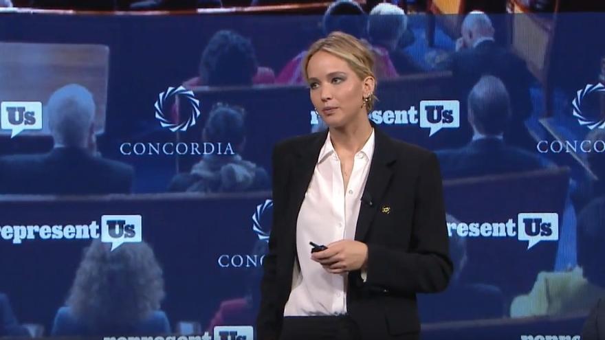 Jennifer Lawrence durante una charla en el foro Concordia.