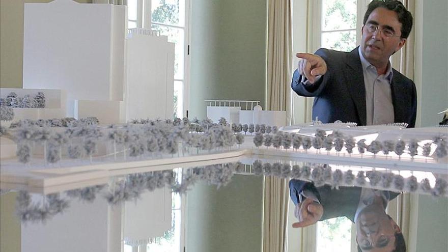 Colocan la primera columna de la estación del World Trade Center de Calatrava