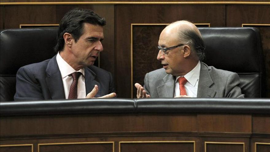 Montoro enmienda la plana al ministro Soria: no habrá partida para cubrir el déficit tarifario.