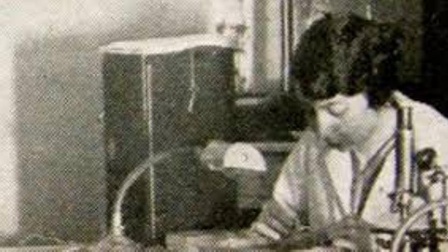 La oceanógrafa Jimena Quirós trabajando con M. Adrien Robert en 1925