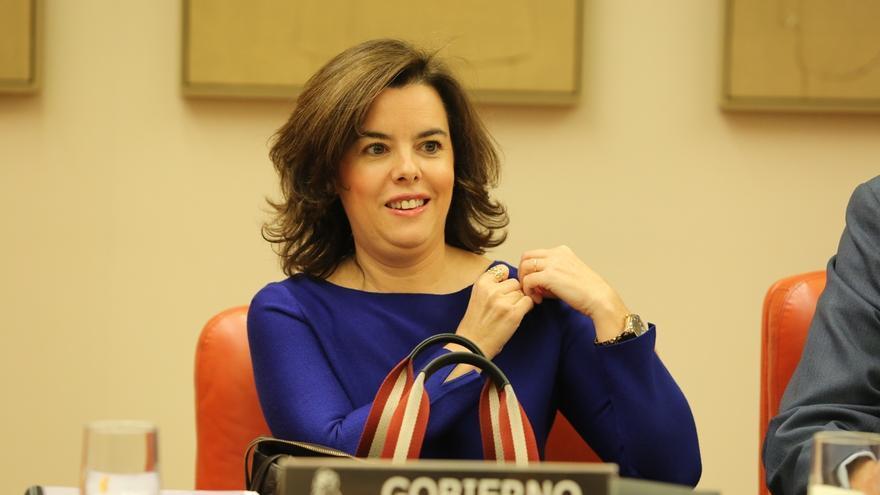"""Santamaría achaca al """"cansancio"""" que Rajoy hable de elecciones y Hernando dice que siempre hay que estar preparado"""