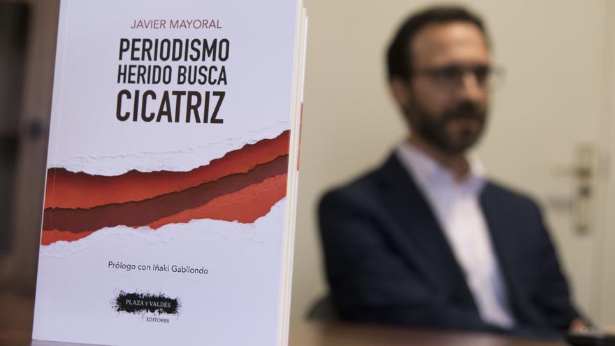 """Javier Mayoral nos presenta su nuevo libro: """"Periodismo herido busca cicatriz"""""""