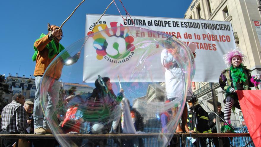 Escenario colocado con motivo de la manifestación en Madrid en defensa de lo público. / Mercedes Domenech