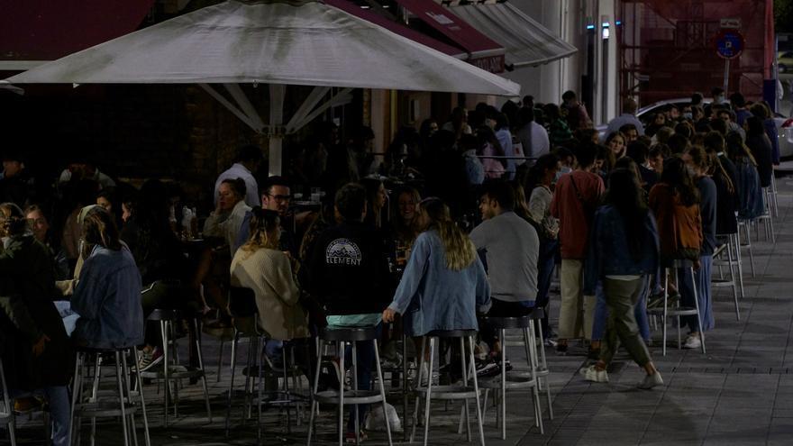 Cantabria estudia que el ocio nocturno pueda abrir como los bares, sin baile