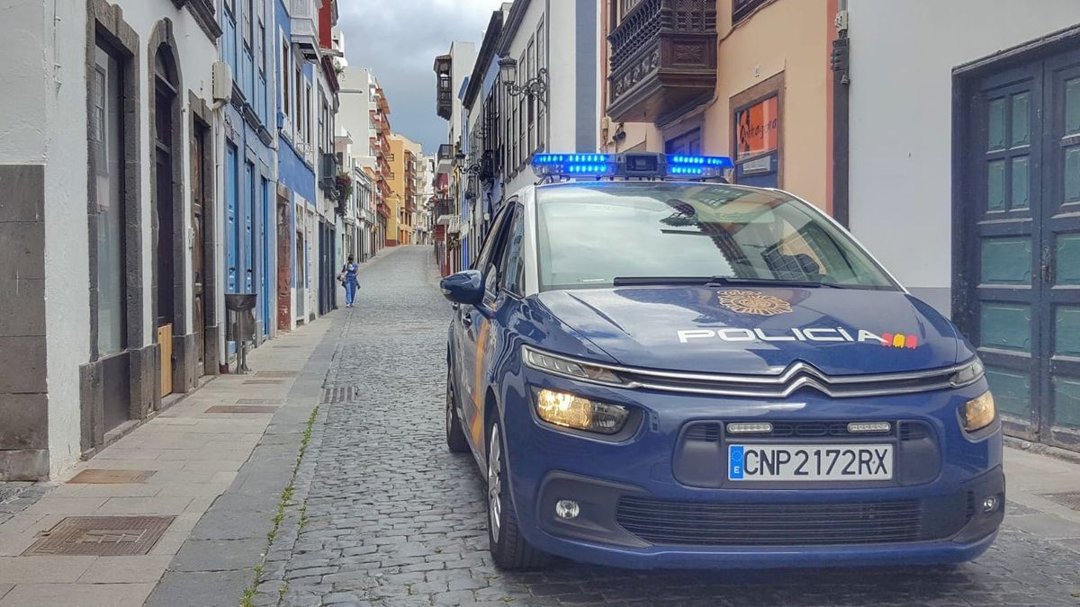Coche de la Policía Nacional en Santa Cruz de La Palma. FERNANDO RODRÍGUEZ