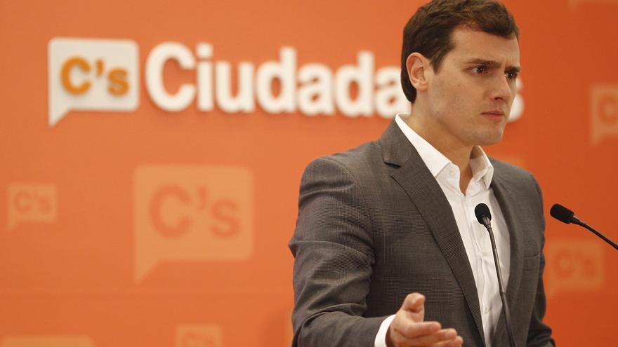 Rivera recalca que no pide la dimisión del consejero andaluz porque su imputación por prevaricación no es por corrupción