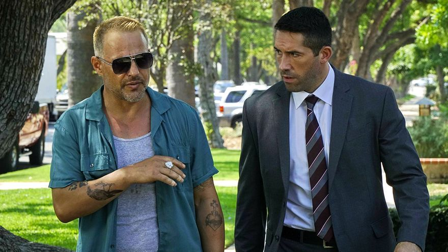 Louis Mandylor y Scott Adkins en 'The Debt Collector'