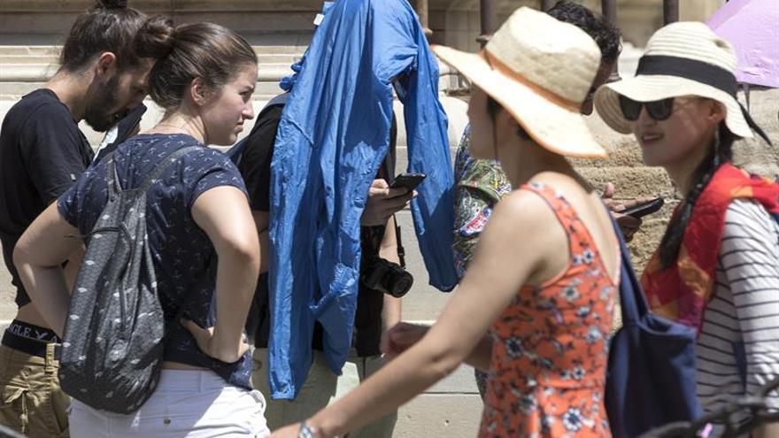 El calor no cesa y mantiene a más de media España en alerta