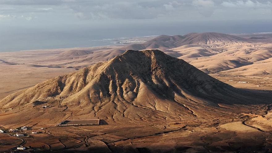 Montaña de Tindaya, Fuerteventura. (Wiki)
