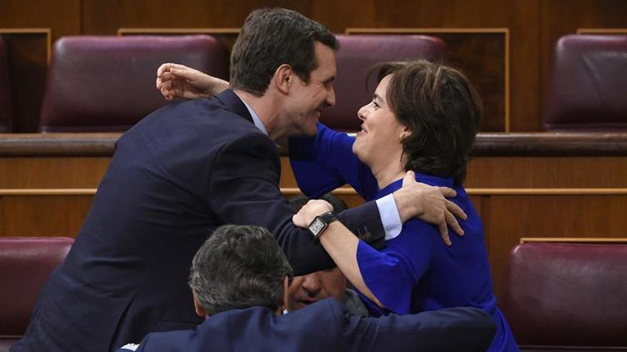 El PP proclama a Sáenz de Santamaría y Pablo Casado candidatos oficiales