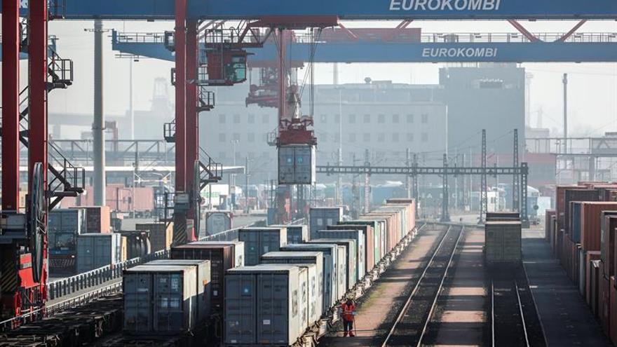 El crecimiento de la zona euro se ralentiza en julio a su mínimo en 6 meses