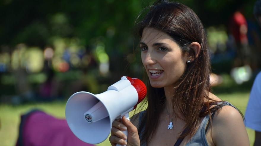 Virginia Raggi durante una protesta en Roma/ Facebook