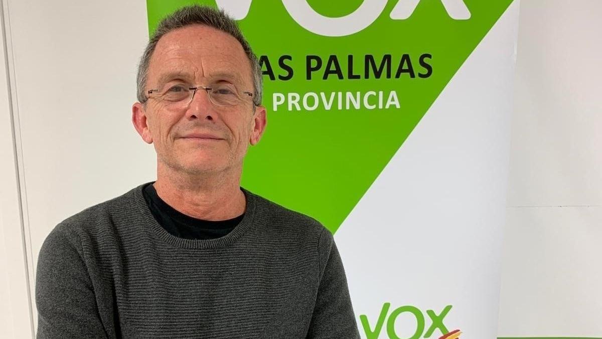 El licenciado en Medicina y Cirugía por la Universidad de Barcelona Carmelo González