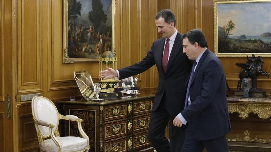 """El PNV pide """"valentía"""" a Rajoy y reclama al PSOE no """"escaquearse"""" ni buscar """"compañeritos"""" para su abstención"""