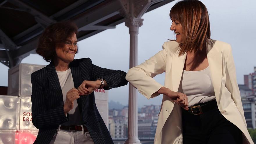 Carmen Calvo e Idoia Mendia durante el arranque de campaña del PSE-EE en Bilbao