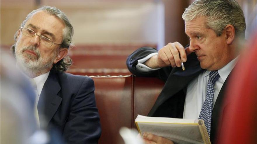 Correa y Crespo durante un juicio.