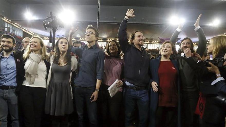 Pablo Iglesias, junto a Ada Colau y otros dirigentes de Podemos, en la pasada campaña electoral.