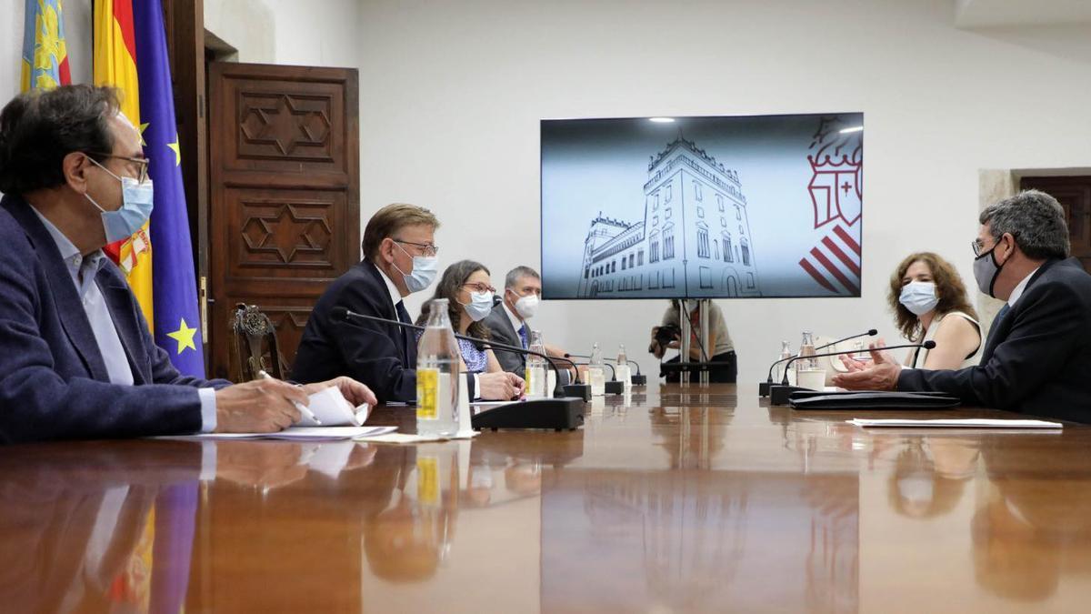 El ministro José Luis Escrivá en la reunión con el presidente del Gobierno valencano, Ximo Puig, y la vicepresidenta, Mónica Oltra, entre otros miembros del Consell.