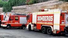 Bomberos de Las Palmas de Gran Canaria desinfectan una decena de centros de atención social