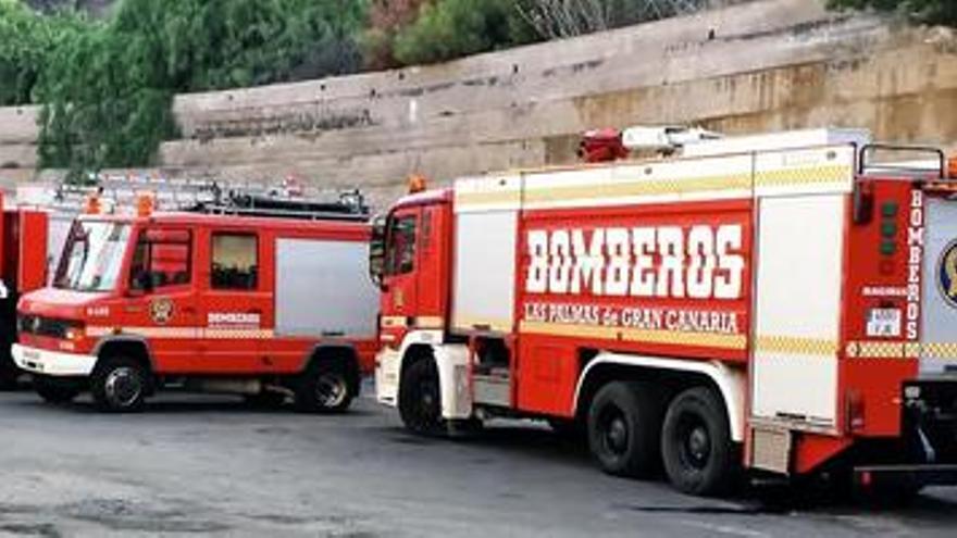 Camiones de bomberos en el parque de Miller Bajo, en Las Palmas de Gran Canaria.