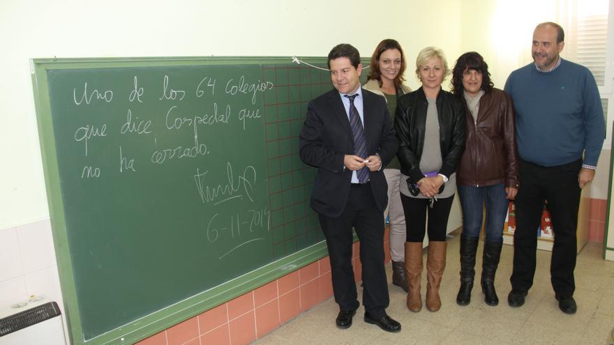 Emiliano García-page en una escuela rural en noviembre de 2014