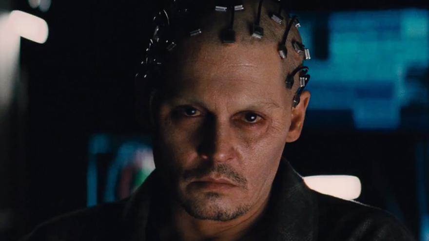 El actor Johnny Depp, con un dispositivo orientado por José Carmena en 'Transcendence'