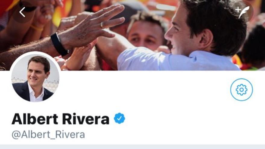 Rivera tiene bloqueada en Twitter a la Comisión 8M. Imagen: @FeminismosMad