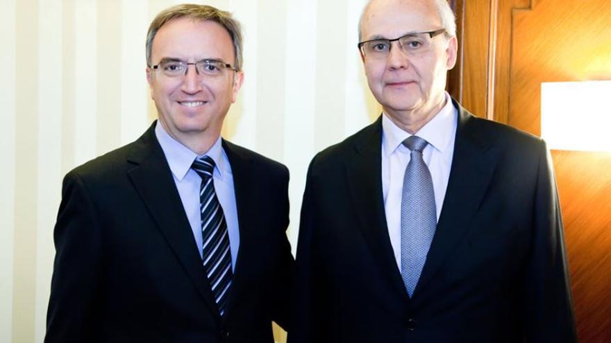 El presidente, Luis Aires, y el Director General, Andreu Puñet, de la Asociación Española de de Operadores de Productos Pretolíferos (AOP).
