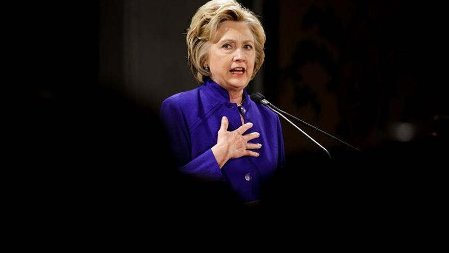 Clinton en problemas por el escándalo de correos y la consolidación de Trump