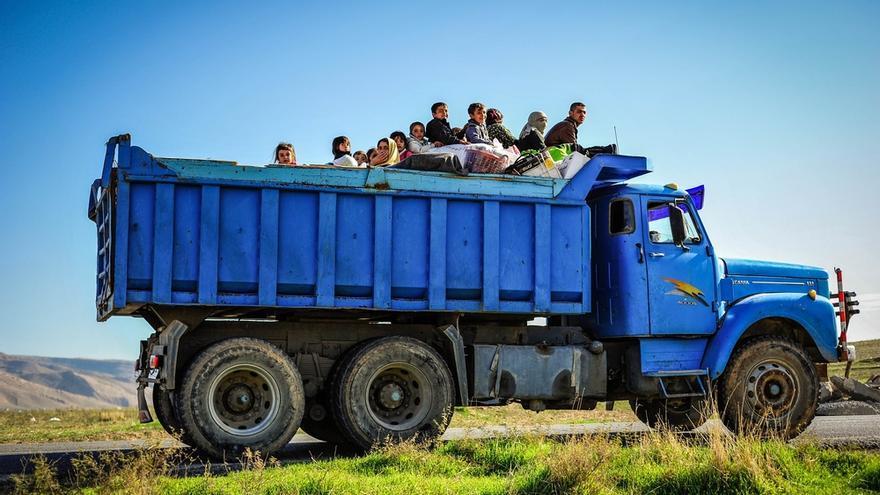 Para que el curso escolar pudiera empezar, las familias desplazadas que se instalaron en los colegios fueron las primeras en ser trasladadas a los campos.  Este grupo se instaló en Sharya a principios de invierno. /FOTO:Gabrielle Klein/MSF
