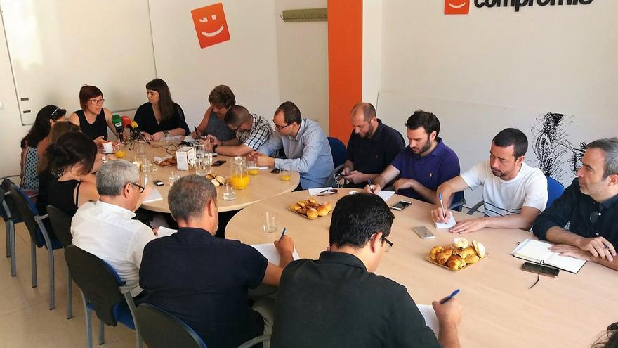 La dirigente del Bloc Àgueda Micó comparte un desayuno informativo con la prensa