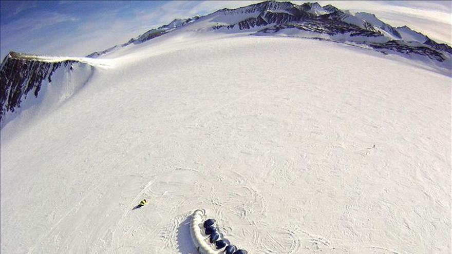 Científicos de Chile realizan mayor expedición científica en el Glaciar Unión