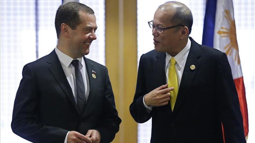 Medvedev dice que los atentados en el Sinaí y en París son un crimen contra el mundo